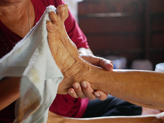 senior-foot-care-tips-for-caregivers